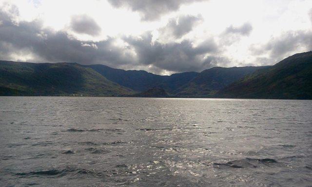 Lago de Sanabria desde el ambarcadero del Catamarán eólico solar